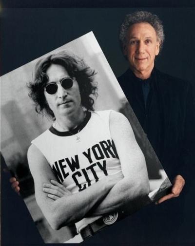 Bob Gruen with his photo of John Lennon