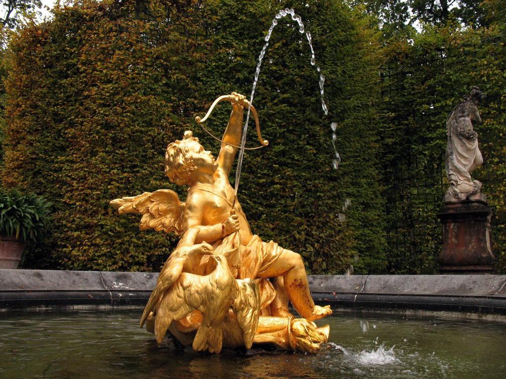 Статуи фонтана в Линдергофе