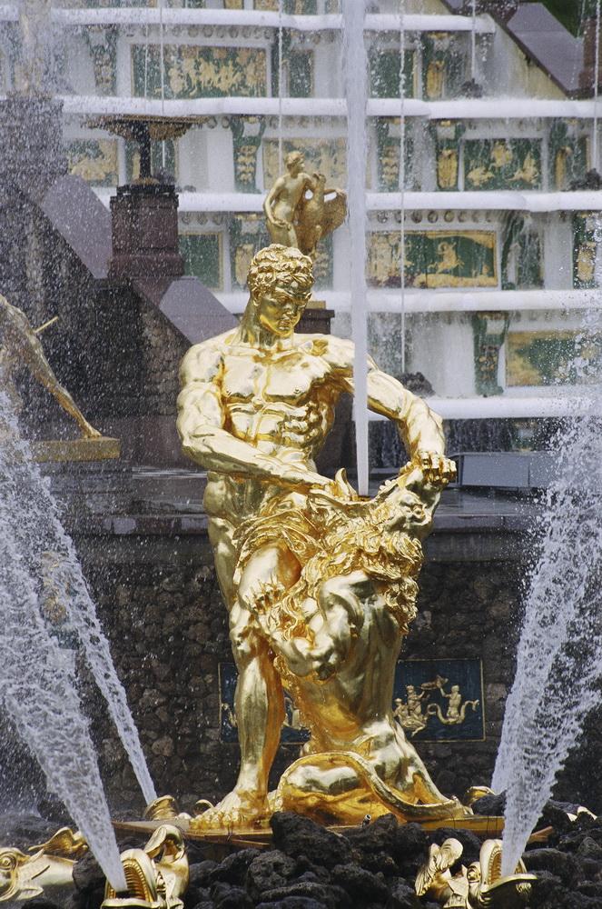 Фото Самсона скульптуры в Петергофе