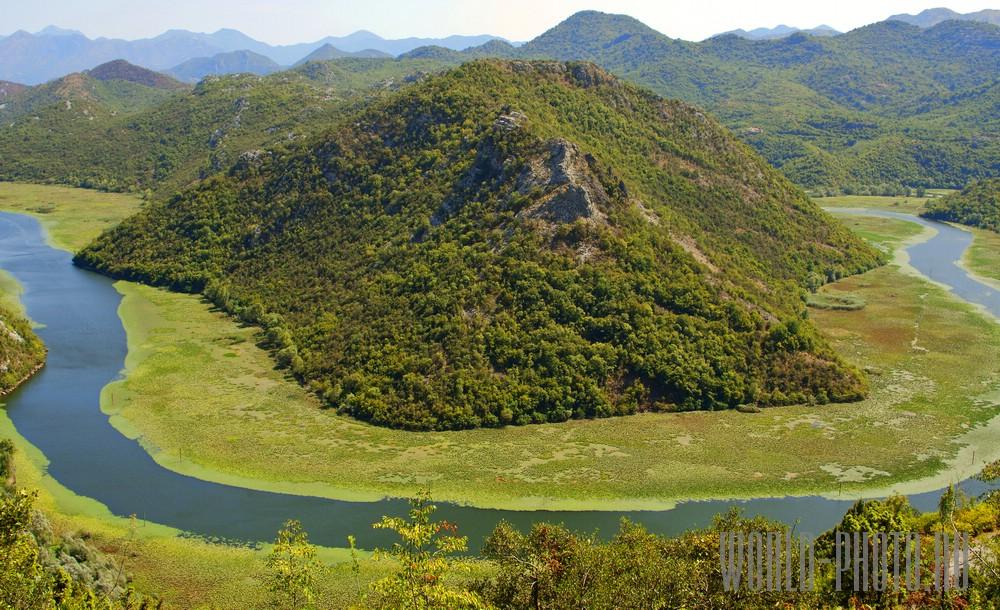 Река Черновица около Скадарского озера в Черногории