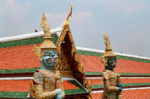 Статуи воинов в Большом дворце