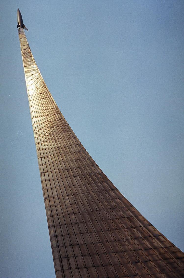 Фото памятника Покорителям Космоса